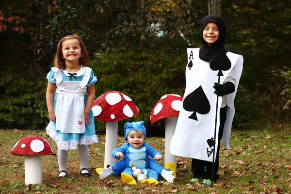 Family Alice In Wonderland Costumes Easy Diy Instructions Today Com